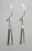 2Triangular-earrings-a